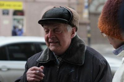 богданов_курит.JPG