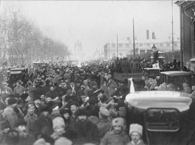 петроград_1917_у_Таврика.jpg