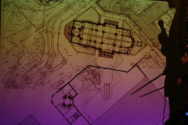 Соотношение территорий павильона метро и бывшего фундамента храма