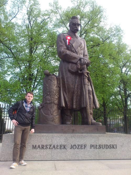 Памятник Пилсудского на Уяздовской аллее в Варшаве.jpg