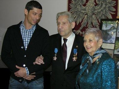 Григорий Ястребенецкий с женой и внуком