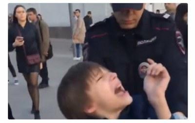 10-летний уличный декламатор «Гамлета» и московская полиция при исполнении