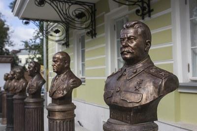 «Аллея правителей России» от Рюрика до наших дней ныне насчитывает уже 40 бюстов