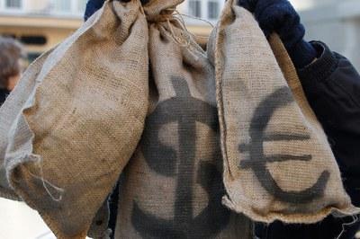 Рубли? Доллары? Евро?