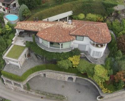 Зарубежные счета чиновникам иметь нельзя, а недвижимость за рубежом – можно