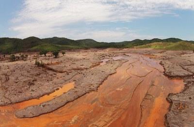 Нельзя закачивать промышленные сточные воды и отходы под землю!