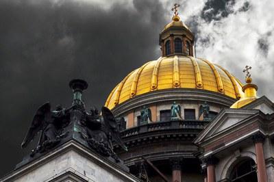 Чьим достоянием быть Исаакиевскому собору?