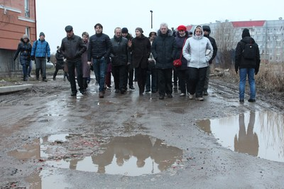 «Константиновское»: народный сход и экскурсия для чиновников