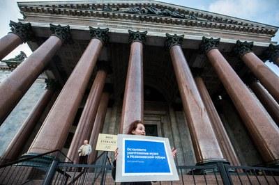 Синие ленты защитников музея «Исаакиевский собор»