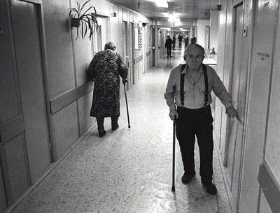 Пожилой человек, его проблемы и их решение