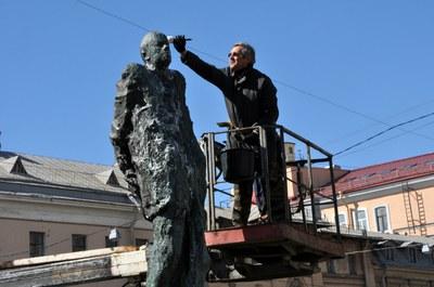 Александр Шишлов сам очистил памятник Андрею Сахарову