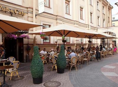 Владельцы летних кафе против саботажа чиновников