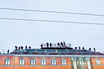 5-й день противостояния на Невском 68: В Смольном заседают, дом разрушают