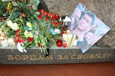 Стихийный митинг памяти Бориса Немцова в Петербурге