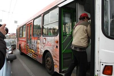 Что думают об автобусе с рекламой Сталина законодатели и омбудсмен Петербурга?
