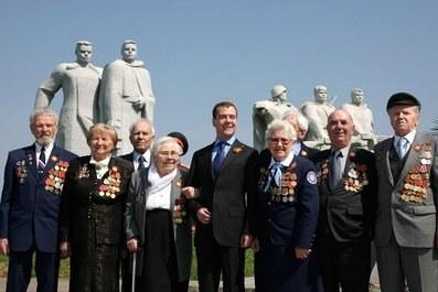 """Дмитрий Медведев: """"Нам не надо стесняться рассказывать правду о войне..."""""""
