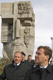 Дмитрий Медведев: Память о национальных трагедиях так же священна, как память о победах