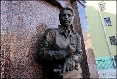 В Петербурге открыли памятник Михаилу Маневичу