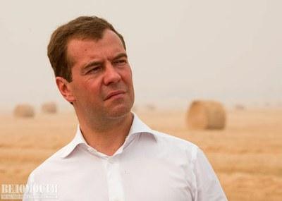 """""""Ведомости"""": Медведев против Сталина"""