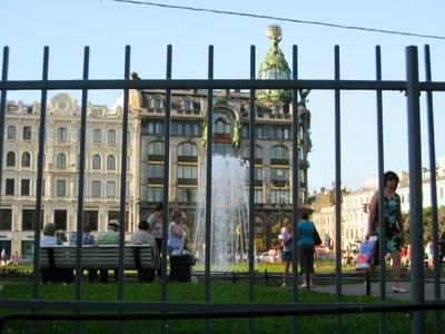 Нужна ли решетка у Казанского собора?