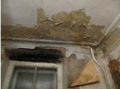 Пострадавшие от протечек просят предотвратить уничтожение жилого фонда Петербурга