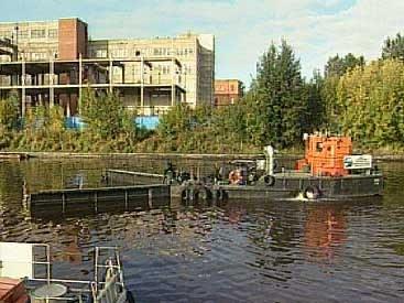 Нефть в реке Охте могла появиться из-за строительства «Охта-центра»