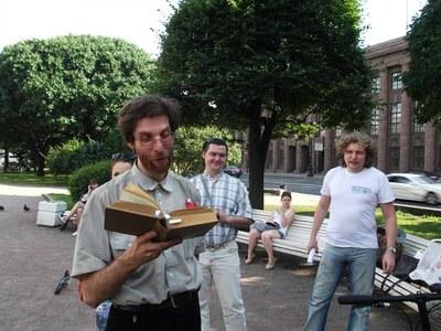 Петербург читает Толстого